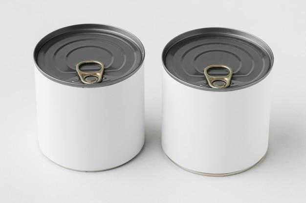 Angle élevé de collecte de boîtes de conserve avec des étiquettes vierges