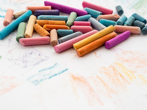 Angle élevé de craie multicolore