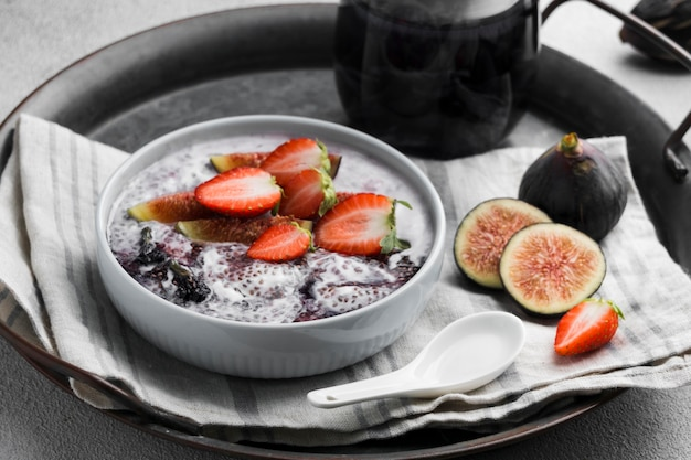 Angle élevé de délicieux petit-déjeuner sain