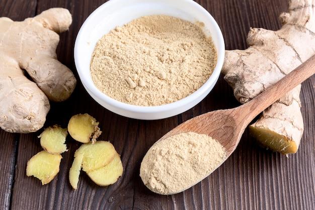 Angle élevé du concept de condiments au gingembre