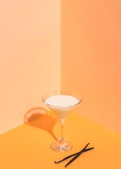 Angle élevé du concept de délicieux yaourt