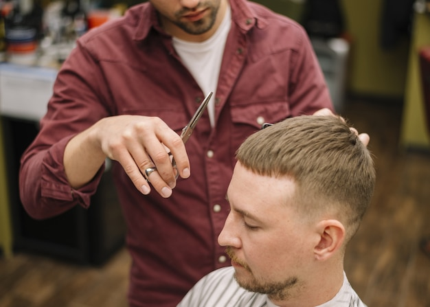 Angle élevé du concept de salon de coiffure