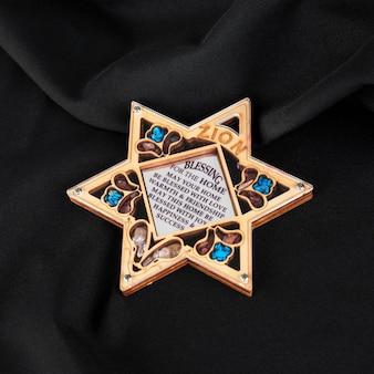 Angle élevé de l'étoile de david embellie