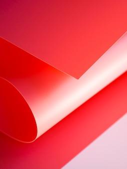 Angle élevé des feuilles de papier incurvées lumineuses