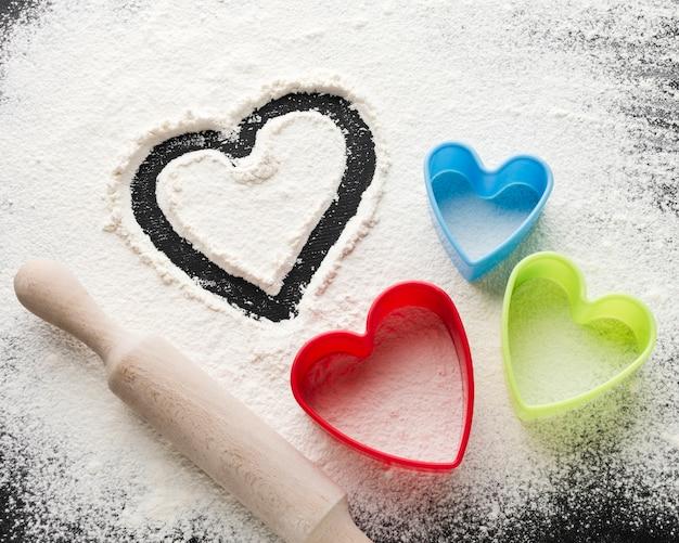 Angle élevé des formes de coeur et rouleau à pâtisserie