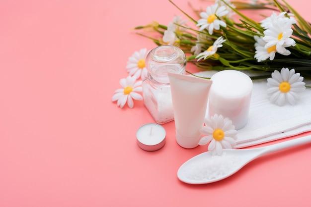 Angle élevé de la lotion pour le corps et autres éléments essentiels du spa