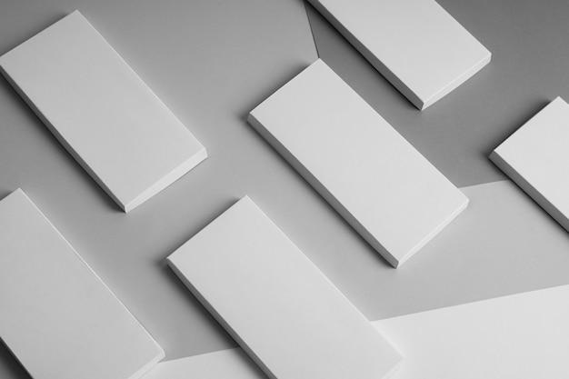 Angle élevé de plusieurs emballages de barres de chocolat