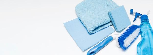 Angle élevé de produits de nettoyage avec espace copie