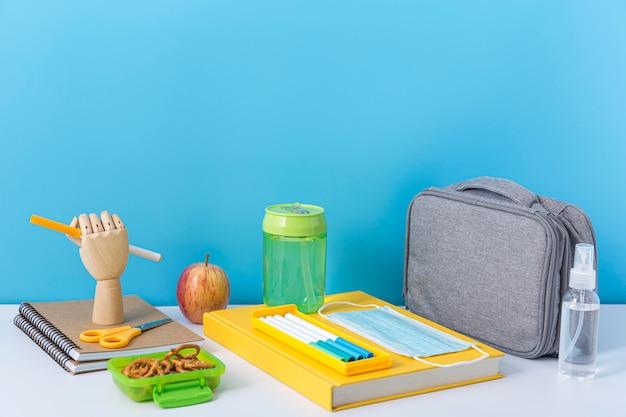 Angle élevé de retour aux fournitures scolaires