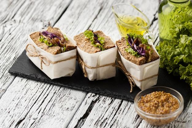 Angle élevé de sandwichs sur ardoise
