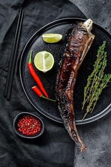 Anguille grillée japonaise avec sauce teriyaki, unagi. vue de dessus