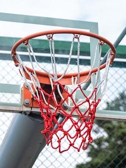Anneau de basket-ball avec filet