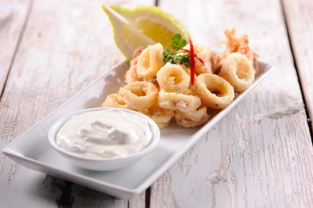 Anneaux de calamars frits