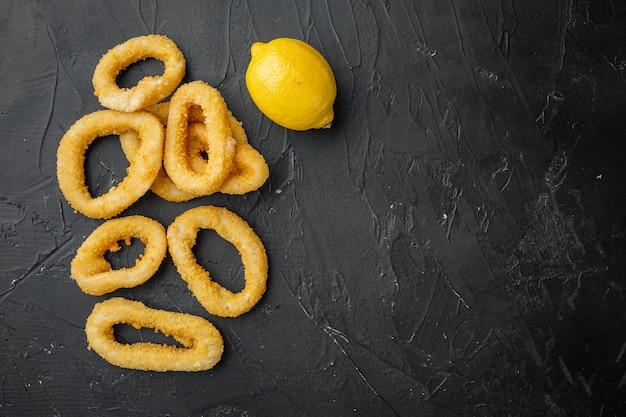 Anneaux de calmar ou oignon dans la chapelure ensemble d'ingrédients