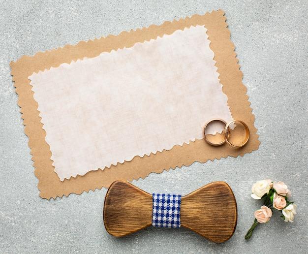 Anneaux et concept de beauté de mariage espace copie papier