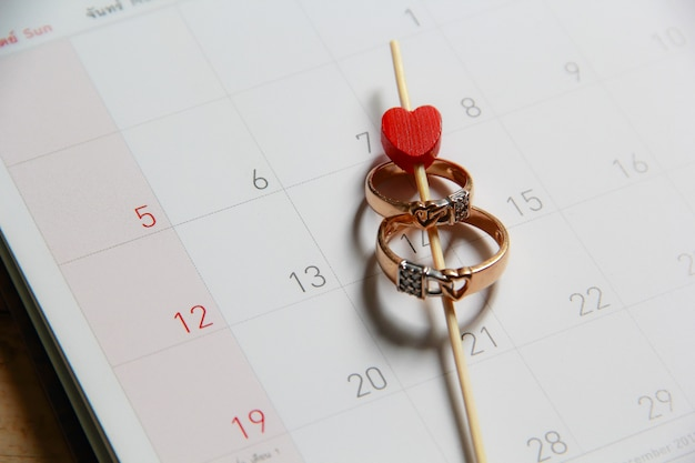Anneaux de mariage sur le calendrier