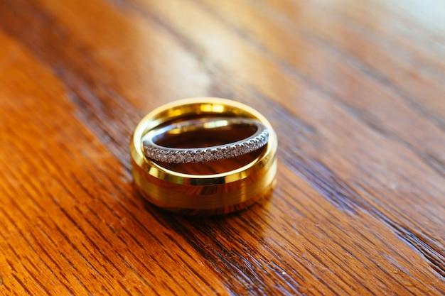 Anneaux de mariage closeup de fond.