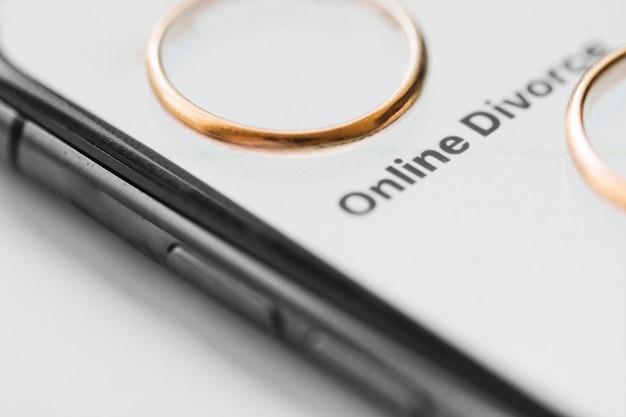 Anneaux de mariage avec smartphone