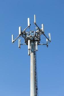 Antenne pour le signal du réseau de téléphonie mobile.