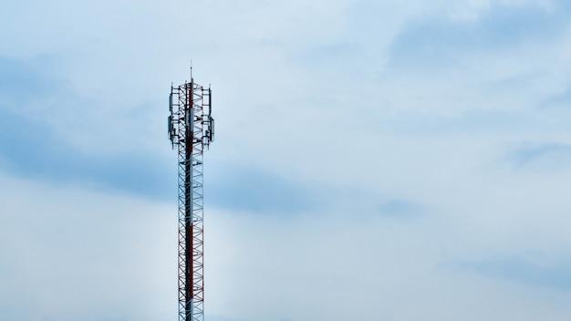 Antenne tour de télécommunication