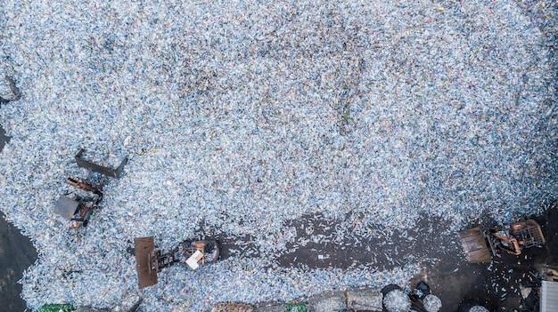 Antenne vue de dessus grande poubelle