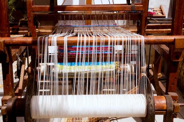 Antique machine à filer vintage travaillant