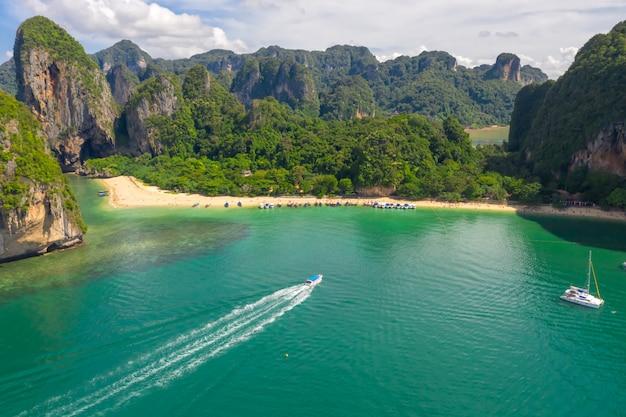 Ao nang et rai pondent avec vue sur le paysage aérien de la plage de pranang