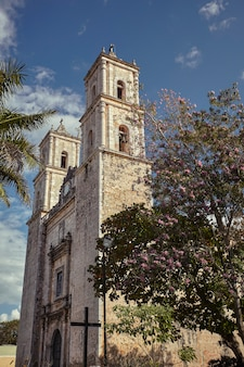 Aperçu de l'église de san servasio à valladolid, mexique