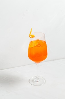 Apéritif sucré apéritif cocktail de fruits spritz