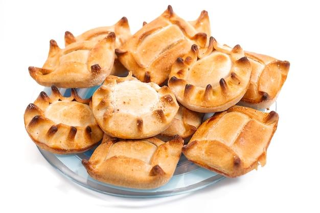Apéritif typique, pâtisseries salées de viande farcie et d'autres ingrédients vendus dans la plupart des cafés et restaurants portugais.