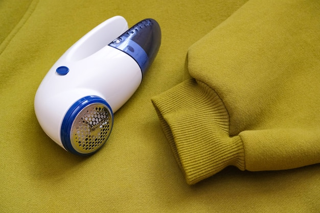 Appareil électrique pour enlever les poils et les peluches dans la texture du tissu. rasoir pour laine