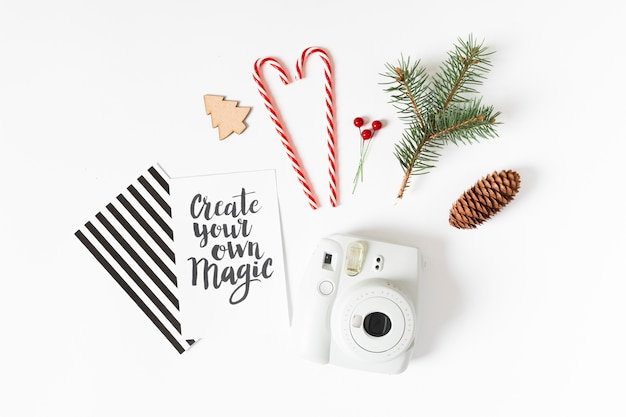 Appareil photo avec créez votre propre inscription magique sur papier
