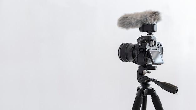 Appareil photo numérique avec pare-brise pour microphone