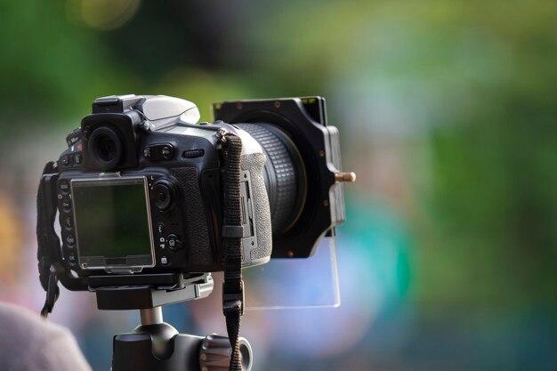 Appareil photo numérique sur trépied, concept de photographie time-lapse