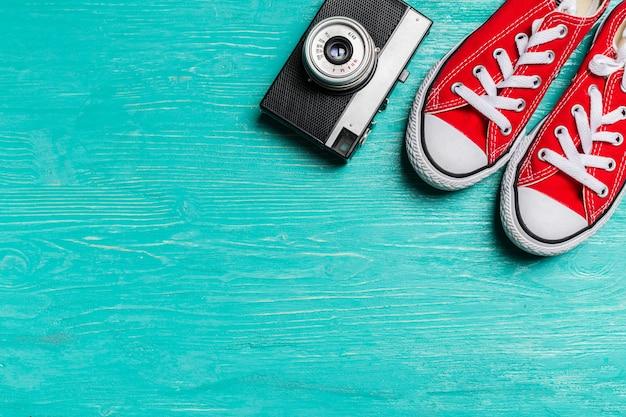 Appareil photo vintage et gumshoes