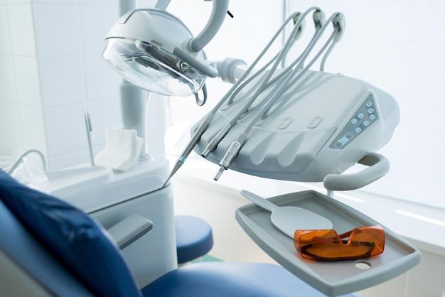 Appareil de travail moderne de dentiste