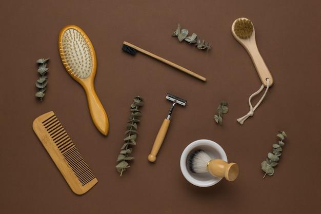 Appareils pour hommes pour les soins du visage et du corps sur fond marron. accessoires pour hommes pour le soin de l'apparence. mise à plat.