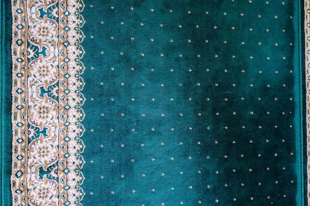 L'apparence tapis de prière vert sur la mosquée. motif de lignes principales