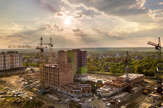 Appartement ou immeuble de bureaux en construction.