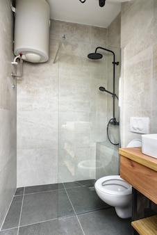 Appartement mansardé salle de bains moderne appartement design d'intérieur élégant granit italien ceramica