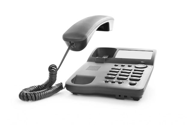 Appel téléphonique. téléphone noir avec récepteur isolé sur blanc