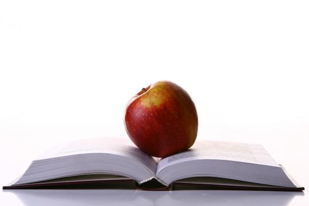 Apple et livre - symbole de l'éducation