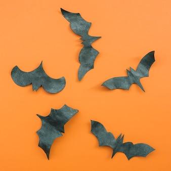 Application d'halloween avec des chauves-souris volantes