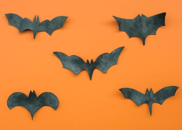 Application en orange et en noir avec des chauves-souris