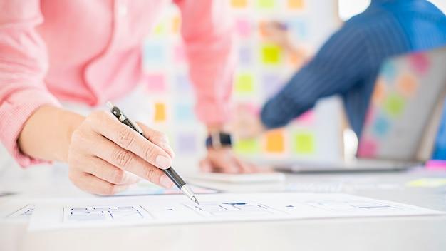 Application de planification creative web designer et développement de la mise en page du modèle, cadre pour téléphone mobile.