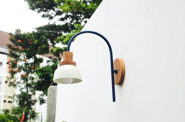 Applique minimaliste adaptée au café