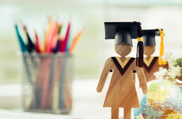 Apprendre la connaissance de l'éducation étudier à l'étranger international des idées. personnes signe bois