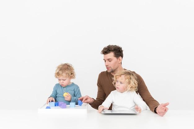 Apprendre à découvrir de nouvelles choses avec des enfants