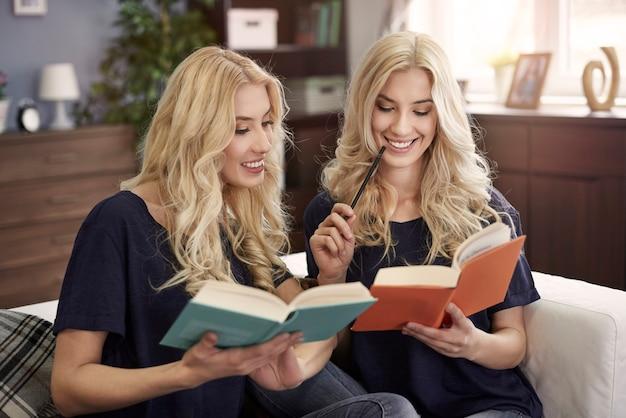 Apprendre avec la sœur est plus facile