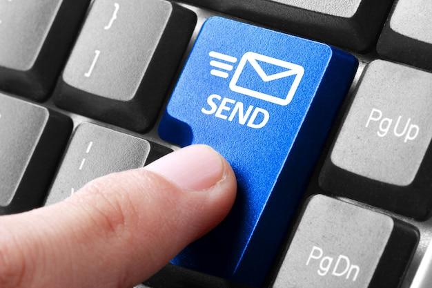 Appuyez sur le bouton d'envoi à la main sur le clavier